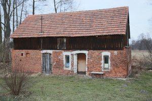 Przykład: stary ceglany dom do remontu
