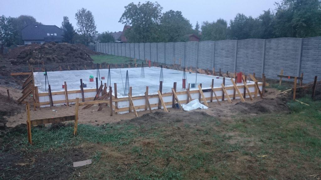 zrobiona-gotowa-plyta-fundamentowa-kanaliza-przepusty2